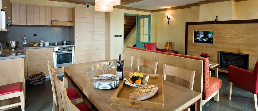 france_espace-killy-ski-area_tignes_village-montana-apartments_kitchen-living-dining-area.jpg